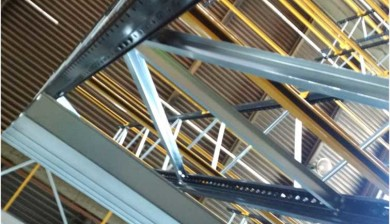 close up image of pallet racking beams